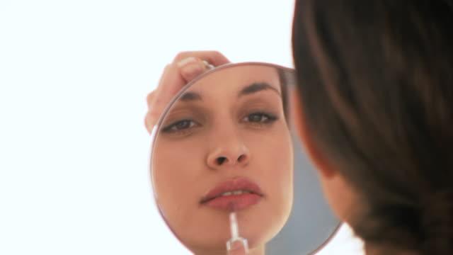 vidéos et rushes de hd : dans le miroir - rouge à lèvres