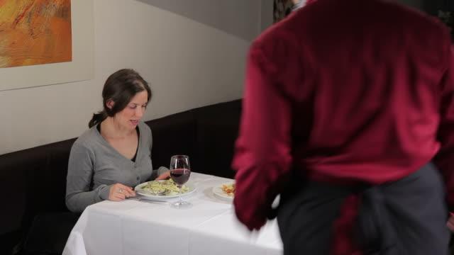 il ristorante - chef triste video stock e b–roll