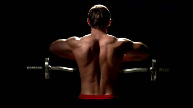 aumentare la massa muscolare - posizione corretta video stock e b–roll