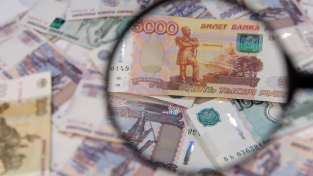 Increase of a rotating background of rubles using a magnifying glass