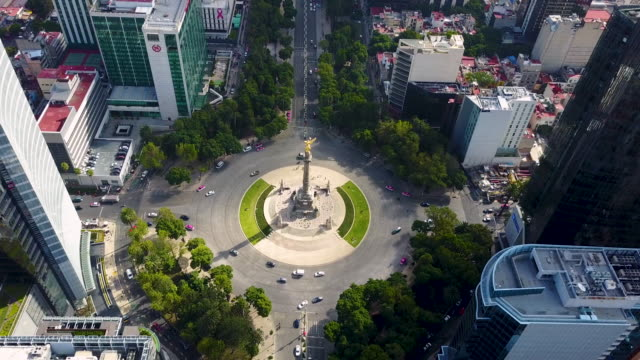 independence angel in mexico city aerial - город мехико стоковые видео и кадры b-roll