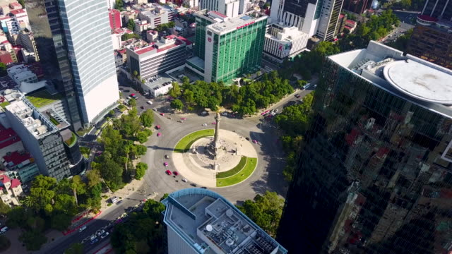 independence angel in mexico city aerial - мексика стоковые видео и кадры b-roll
