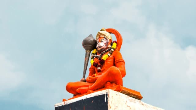indisk gud hanuman med regn - india statue bildbanksvideor och videomaterial från bakom kulisserna