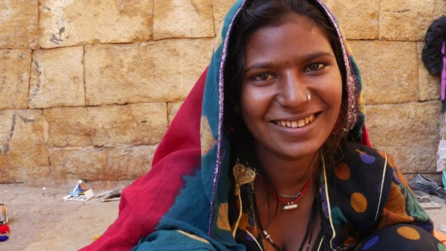 Indian gypsy girl, Jaisalmer, India video