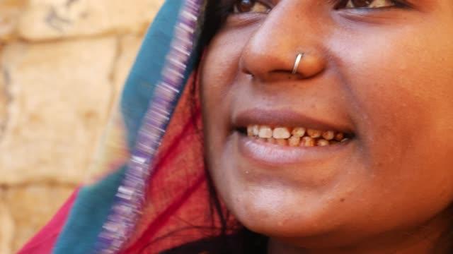Indian gypsy girl, Jaisalmer, India video