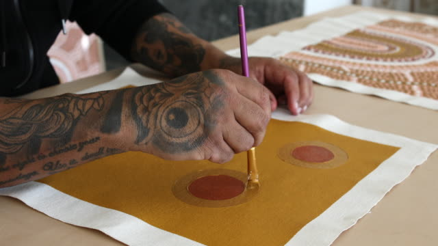 Indigenous Aboriginal Australian Artist Painting In Studio Close Up Of The Hands Of Indigenous Aboriginal Australian Artist Painting Indigenous Artwork In Studio minority groups stock videos & royalty-free footage