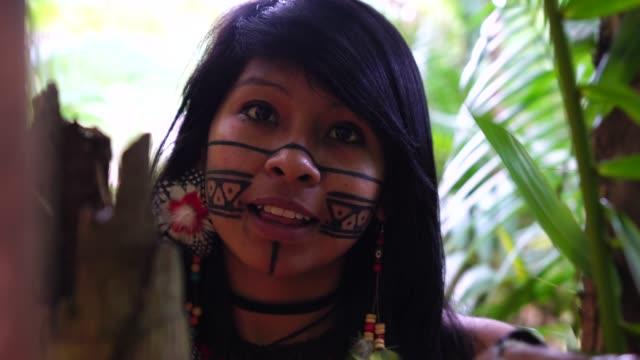indigenous brazilian young woman, portrait from guarani ethnicity - costume tradizionale video stock e b–roll