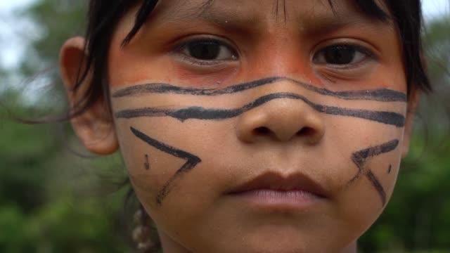 ブラジルの先住民の少女 - ブラジル文化点の映像素材/bロール