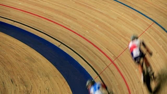 屋内自転車競技場 - 戦い点の映像素材/bロール