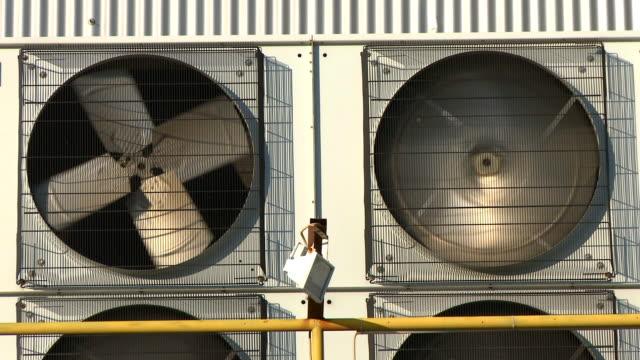 産業用エアコン付きのエアコン - エアコン点の映像素材/bロール