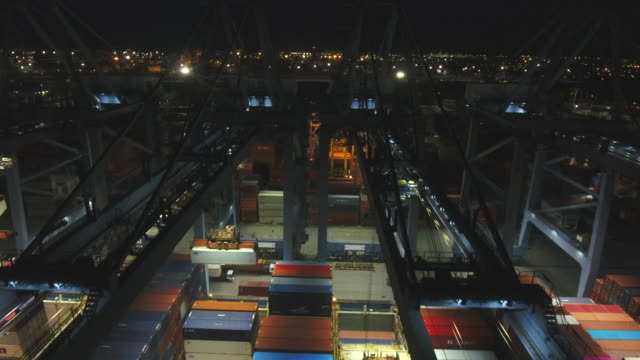 vídeos de stock e filmes b-roll de industrial and container ship logistic harbor at night, aerial video - drone shipyard night