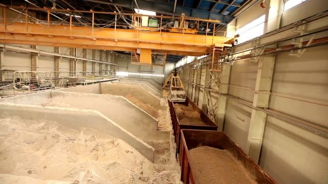 Industrial crane, gantry crane, rail crane moves raw materials in the enterprise, general plan. video
