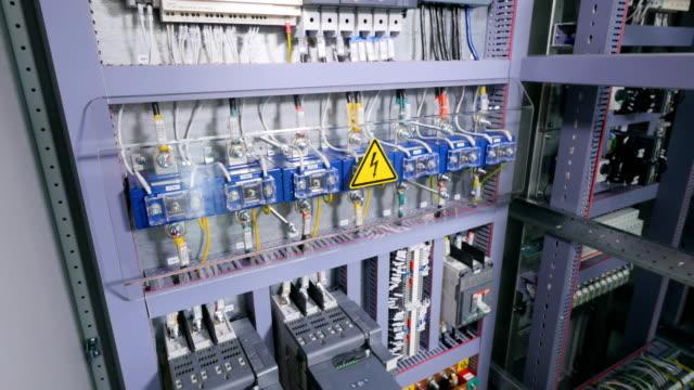 industrial electric rack. - kontrola filmów i materiałów b-roll