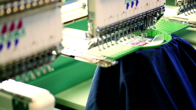 Bordado Embroidering camiseta de máquina Industrial - vídeo