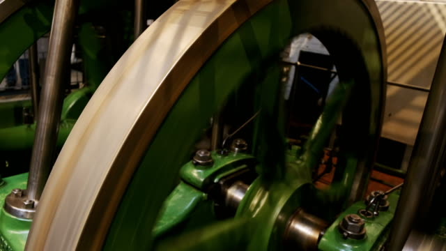 industrial engine in operation - rivoluzione industriale video stock e b–roll