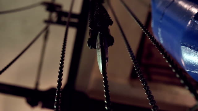 Industrial round-link chains for hoists video
