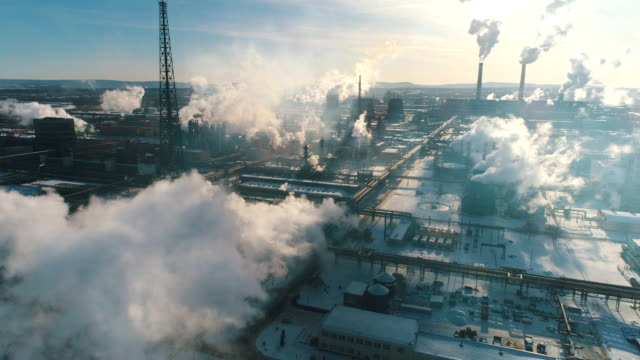 industrial smoke from the plant pollutes the air - anidride carbonica video stock e b–roll