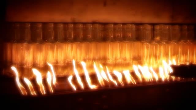 Industrial video-Glasbläserei. Automatisierte Produktion. Ofen. Das Recycling. – Video