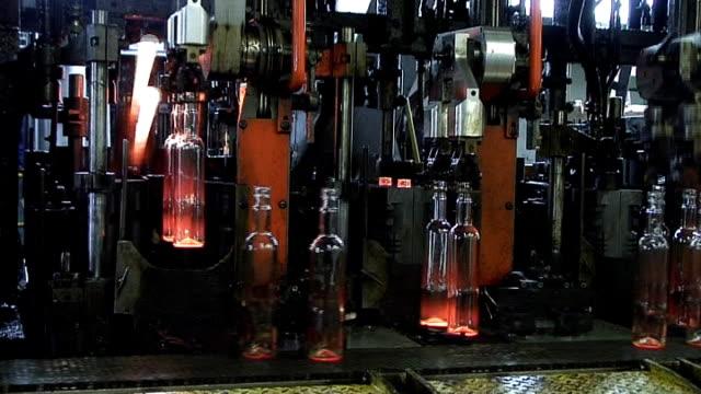 Industrial video-Glasbläserei. Automatisierte Produktion. LOOP – Video