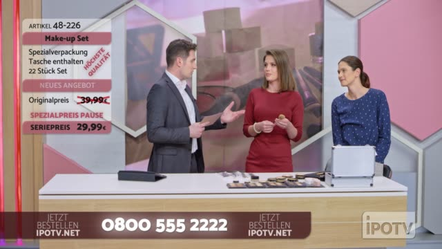 Infomercial montage in German: Female make up artist presenting a make up brush on the infomercial show