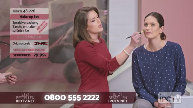 Infomercial montage in German: Female make up artist talking with the female host while presenting the make up brushes and demonstrating the usage on a female model