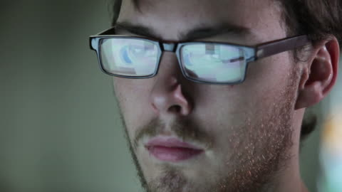 vídeos de stock e filmes b-roll de informações ver ecrã inf de cm - tempo real