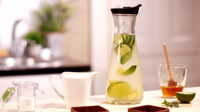 infused water with citrus and cucumber - cetriolo video stock e b–roll