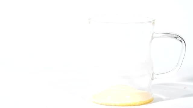 Infusing orange powder into juice video