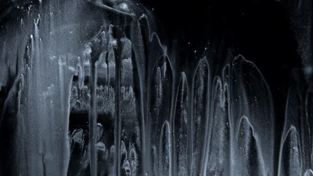 vídeos y material grabado en eventos de stock de ink gotea suciedad líquido de líquido de plata brillo líquido - pegajoso