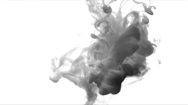 suda mürekkep, soyut, çok güzel etkisi yavaş hareket video siyah beyaz. - sert kavramlar stok videoları ve detay görüntü çekimi