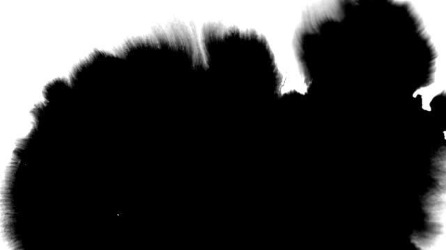 mürekkep seti güzel mürekkep akışları ve akışları - lekeli kirli stok videoları ve detay görüntü çekimi