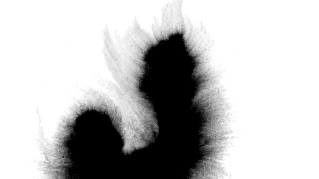 ink splatter streams flow over screen - dipinto ad acquerelli video stock e b–roll