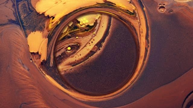 bläck vatten snurra tangent universum brons glitter - akrylmålning bildbanksvideor och videomaterial från bakom kulisserna