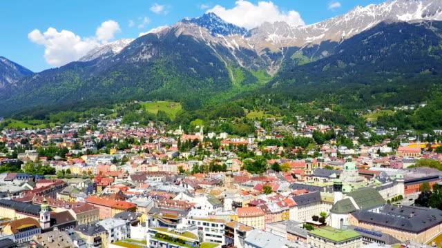 vídeos de stock, filmes e b-roll de vista aérea de innsbruck - tyrol state austria