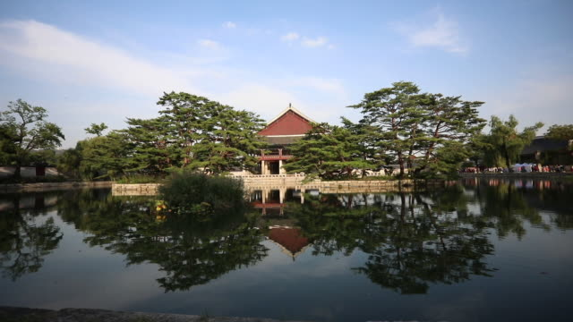 Inside the Gyeongbokgung palace in Seoul,South Korea Inside of Gyeongbokgung Palace in Seoul, South Korea gyeongbokgung stock videos & royalty-free footage
