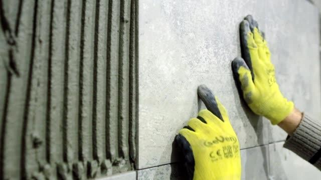 installation of ceramic tiles in a bathroom. - мозаика стоковые видео и кадры b-roll