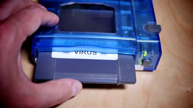 installieren computer-virus - datenspeicher diskette stock-videos und b-roll-filmmaterial