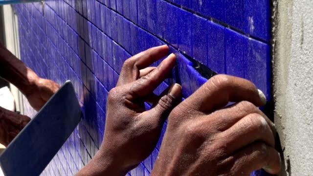 installing blue swimming pool tiles video