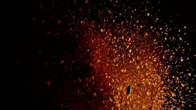 vídeos y material grabado en eventos de stock de explosión de alimentos café instantáneo - molido