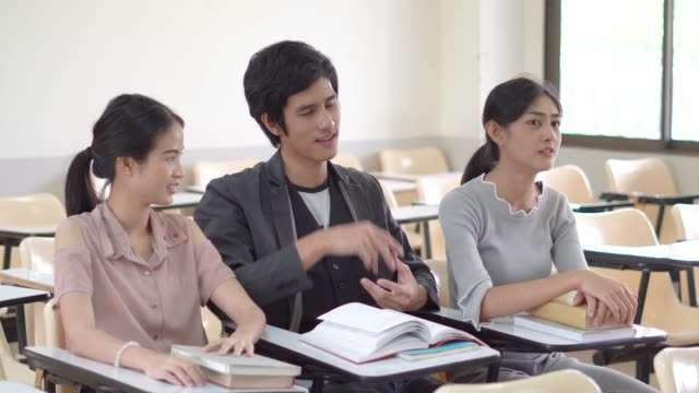 Instructor teach friend for Development Learning video