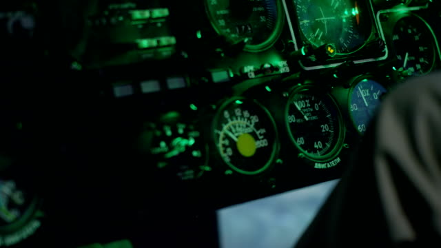 vídeos y material grabado en eventos de stock de panel de instrumentos en helicopter cockpit simulator - copiar