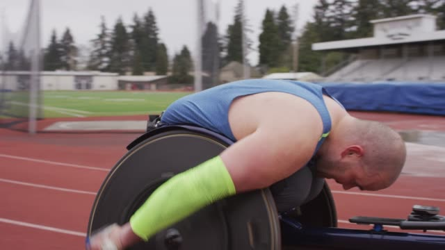 intense male adaptive athlete racing down the track - body positive video stock e b–roll