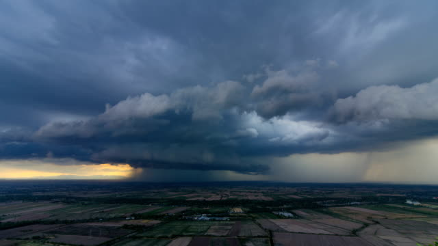 intense rotating supercell thunderstorm - monsone video stock e b–roll