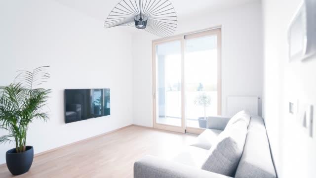 stockvideo's en b-roll-footage met interieur van een hedendaagse appartement - interior design