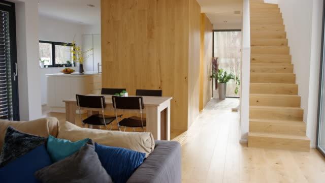 インテリアのモダンな家 - 居間点の映像素材/bロール