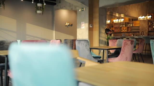 モダンカフェのインテリア - カフェ文化点の映像素材/bロール