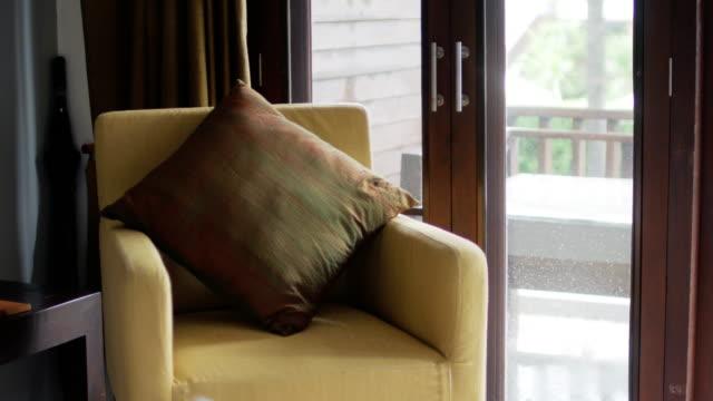 vídeos de stock e filmes b-roll de interior of modern living room near window for relaxing time - chair