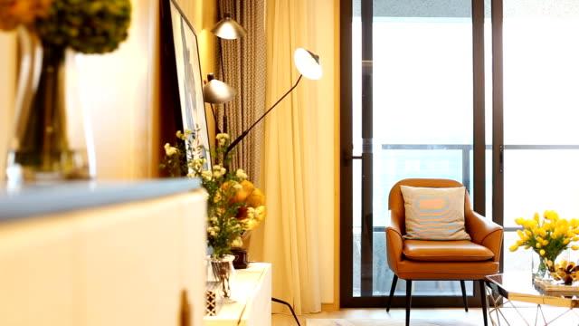 stockvideo's en b-roll-footage met interieur van moderne woonkamer - interior design