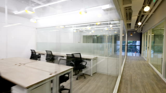 vídeos y material grabado en eventos de stock de interior de la oficina moderna - cube