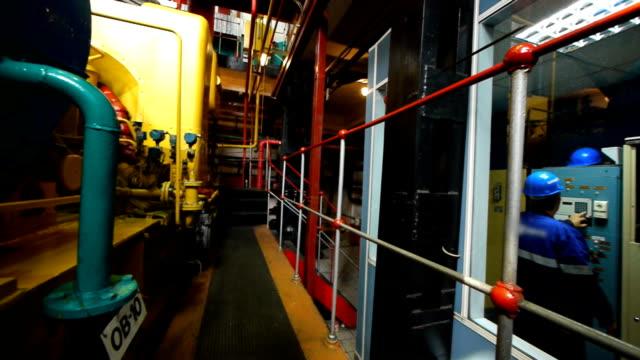 vídeos y material grabado en eventos de stock de interior de la estación de - generadores